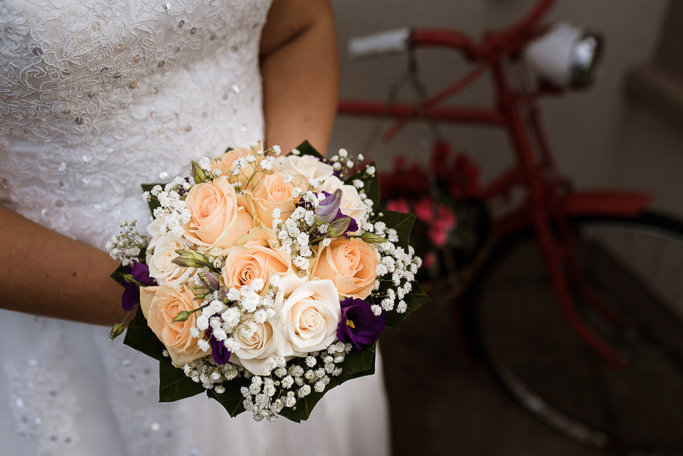 Bride's bouquet 'I do' photography