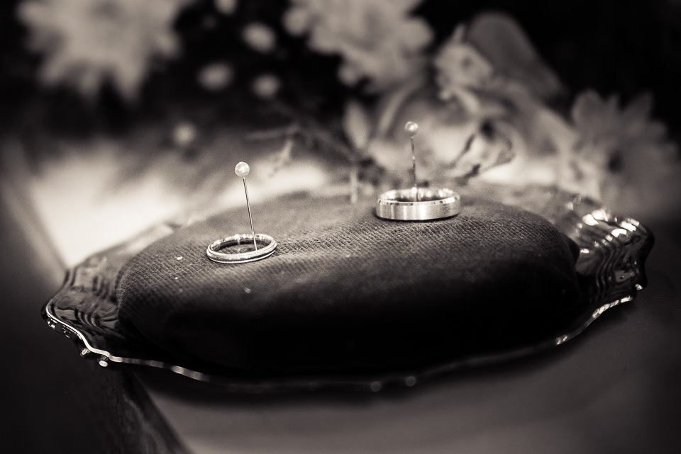 Wedding rings 'I do' photography